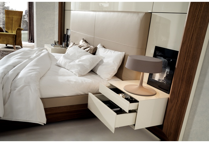 Eros 2010 Built-In Bed